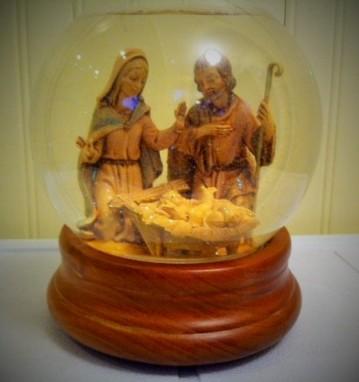 Nativity scene snow globe